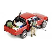 MENG Dual Cab Toyota Hi-Lux Pick Up w/Equipment 1:35