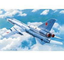 Trumpeter 01695 - 1:72 Soviet Tu-22 Blinder tactical bomber