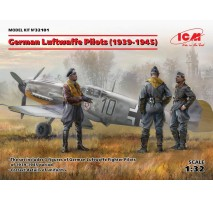 ICM 32101 - 1:32 German Luftwaffe Pilots (1939-1945) (3 figures) (100% new molds)