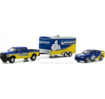GreenLight 31050-B - 2017 Ram 2500 & 2017 Dodge Charger Hellcat Michelin Tires with Enclosed Car Hauler Solid Pack - Racing Hitch & Tow Series 1