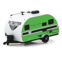GreenLight 34040-D - 2017 Winnebago Winnie Drop - Green Solid Pack - Hitched Homes Series 4