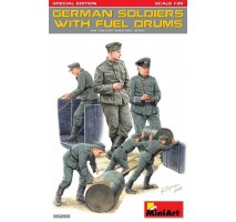 Miniart 35256 - German Soldiers w/ Fuel Drums, Special Edition - 6 figures 1:35
