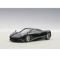 AUTOart 58209 - PAGANI HUAYRA (BLACK&SILVER STRIPES) 2011 1:43