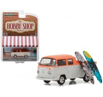 "GreenLight 97030-F - Volkswagen Type 2 Crew Cab Pick-Up ""Doka"" with Surfboard Solid Pack - The Hobby Shop Series 3"
